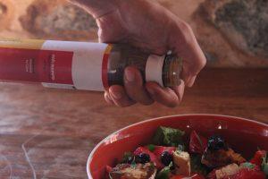 ανάμεικτη σαλάταμε ψητόμανούρι και φράουλες