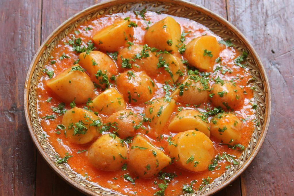 Πατάτες γιαχνί με πέστο ντοματίνια